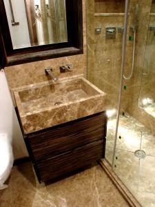 Lighht Empredor En-Suite Shower Room