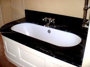 Nero Marquina Bath surround - Cambridge, England