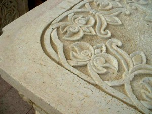 Table in Natural Stone - ornated surface details
